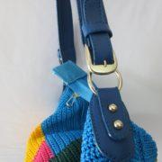 tas-rajut-besar-biru-motif-kotak-kunig-merah-hijau-230-2