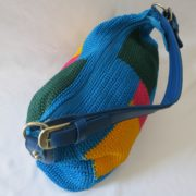 tas-rajut-besar-biru-motif-kotak-kunig-merah-hijau-230-3